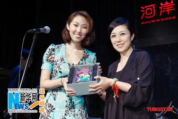 黄韵玲写的《三个人的晚餐》,诠释歌词里心酸无奈被劈腿的女